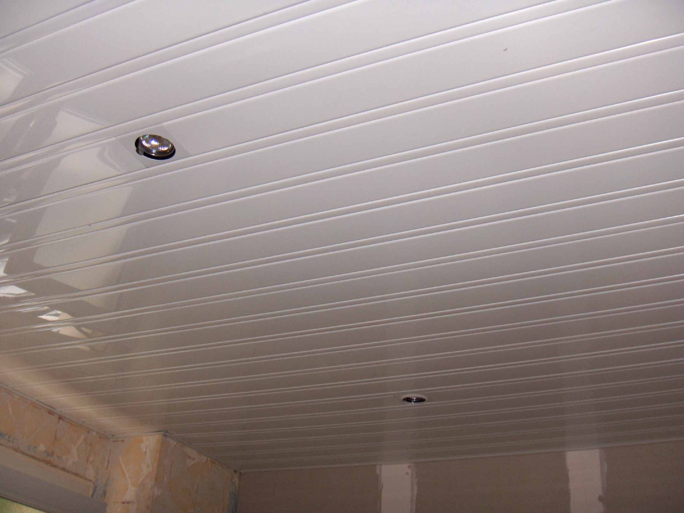 Non class pb multiservices for Peindre un plafond en lambris pvc